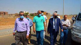 فودة يتفقد مضمار الهجن التدريبي وتطوير طريق حمام موسى بمدينة الطور