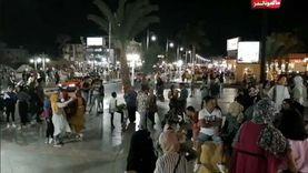 مواطنون يحتفلون بالممشى السياحي في الغردقة ثاني أيام العيد