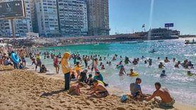 طقس حار يجتاح الإسكندرية.. والأهالي يهربون إلى البحر