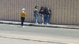 توافد الشباب والفتيات على منطقة وسط البلد بالقاهرة للاحتفال بالعيد