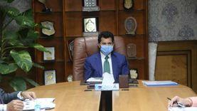 وزير الشباب يبحث إقامة 6 معسكرات لتأهيل 250 مبادرة لخدمة المجتمع