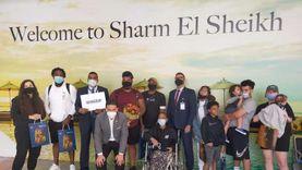 وصول السيدة الأمريكية «جلوريا والكر» وعائلتها لمطار شرم الشيخ