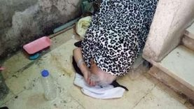 مأساة «ماما نادية».. انتهت خدمتها بالمنزل فطردت في الشارع
