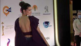تارا عماد بفستان مثير على ريد كاربت ثاني أيام القاهرة السينمائي