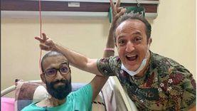 """ِشريف مدكور يظهر مع مريض سرطان: """"الزيارة الجاية تكون في بيتك"""""""