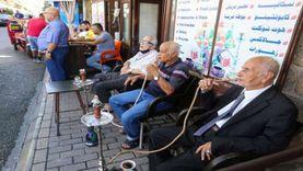 عودة الحياة للمقاهي في العراق رغم زيادة كورونا.. وفرحة عارمة بـ الشيشة
