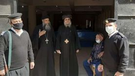 أسقف عام إسنا وأرمنت يدلي بصوته في جولة الإعادة بانتخابات النواب