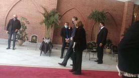 عاجل.. وصول سوزان وعلاء مبارك إلى قبر الرئيس الراحل لإحياء ذكرى وفاته