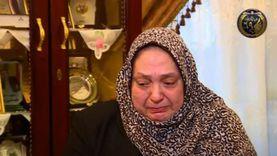 والدة شهيد شرطة تنهار من البكاء: كان نفسي أفرح بيه.. زفيته للمقابر