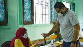 مندوبو لجان العياط يوزعون الكمامات على الناخبين