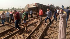 شاهد عيان في حادث قطار بنها: سمعنا صوت ارتطام قبل انقلاب عربات