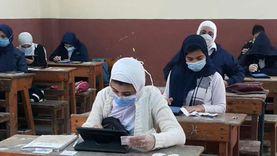 94 ألف طالب في القاهرة أدوا الامتحانات بالتابلت.. واستثناء فئتين