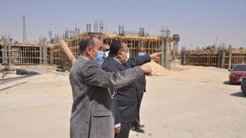 رئيس جامعة حلوان يتفقد الجامعة الأهلية ومركز الاختبارات الإلكترونية