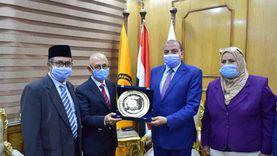 رئيس جامعة بنى سويف يستقبل وفد السفارة الإندونيسية بالقاهرة لبحث سبل التعاون المشترك