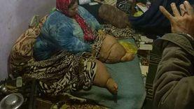"""""""عزيزة"""" وزنها 300 كيلو: وقفت العلاج وطلعت ولادي من التعليم"""