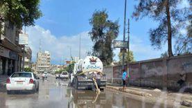 مجلس مدينة العريش يدفع بسيارات لرفع مياه الأمطار من الشوارع