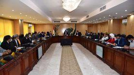 محافظ الفيوم يترأس أول اجتماع لمجلس إدارة مشروع الدواجن بالعزب
