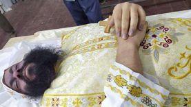 لماذا ارتدى «أشعياء» ملابس كهنوتية بعد إعدامه رغم شلحه؟ كاهن يجيب