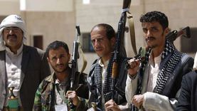 طوابير طويلة وسوق سوداء حوثية تخلفها أزمة وقود في صنعاء