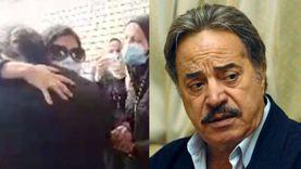 انهيار ابنة وزوجة الفنان يوسف شعبان أثناء دفنه بمقابر الأسرة