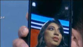 إعلامية تقع في فخ اختراق هاتفها على الهواء: «الحقوني» (فيديو)