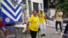 """عجوز يرقص بـ""""عكازين"""" أمام إحدى لجان العجوزة : كله علشان خاطر مصر"""