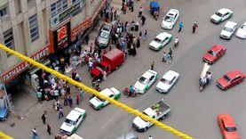عاجل.. سيارة طائشة تصعد الرصيف وتدهس طابور أمام ماكينة ATM بدمنهور