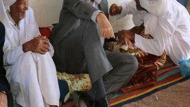 عمرهما تخطى 90 عاما..محافظ جنوب سيناء يلتقي أكبر معمرين بمدينة دهب