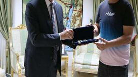 صور.. محافظ جنوب سيناء يكرِّم العميد حسام حسن خلال زيارته شرم الشيخ