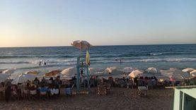 شواطئ الإسكندرية ترفع الراية الصفراء في أول أيام الخريف