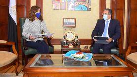 مكرم والعناني يبحثان تنظيم برامج سياحية للمصريين بالخارج