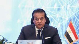 وزير التعليم العالي يناقش النهوض بالتعليم الجامعي مع عدد من الخبراء