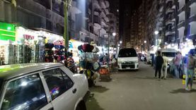 «معاودة الفتح مرة أخرى».. حيل أصحاب المحال لتفادي الغلق بالإسكندرية