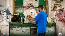 «شؤون الحرمين» تودع الحجاج بالهدايا: مصحف وكتب وسجادة (صور)