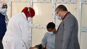 نائب رئيس جامعة قناة السويس يطمئن على طالبين أصيبا أثناء الامتحان