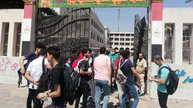 توافد طلاب الثانوية العامة لأداء الامتحان التجريبي الثالث (صور)