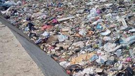 محافظ الجيزة عن تراكم القمامة بالترع: مش لاقي شركات تشيلها