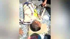 فيديو: سيارة تصدم عامل ديليفري بأكتوبر.. ومصدر أمني: نفحص الواقعة