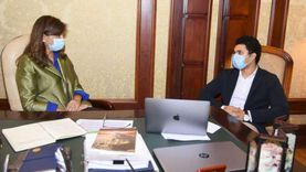 وزيرة الهجرة تستقبل اثنين من الشباب المصريين الدارسين بالخارج لمناقشة أفكارهم
