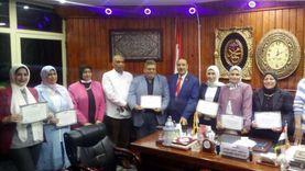 «تعليم مطروح» يكرم الحاصلين على الدكتوراه والماجستير: فخر لنا (صور)