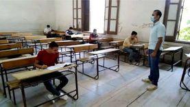 طلاب الثانوية العامة يؤدون الامتحان التجريبي وسط إجراءات احترازية