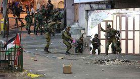 عاجل.. الاحتلال يعتقل عائلة كاملة في العيسوية بعد الاعتداء عليهم
