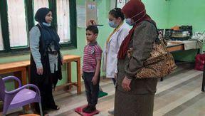 محافظ بني سويف يتفقد مبادرة الكشف عن أمراض سوء التغذية لتلاميذ المدارس