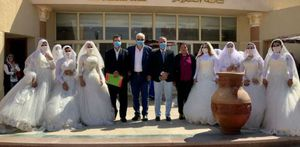 حفل زفاف جماعي في جنوب سيناء بكمامات للعرسان.. والمحافظ يشيد بالتزامهم