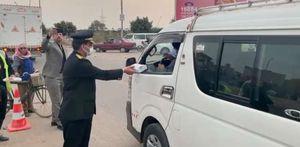 مرور الدقهلية يوزع وجبات إفطار على السائقين بمشاركة مدير الأمن