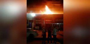اللحظات الأولى لحريق مطعم شهير بميدان رمسيس