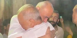 بكاء وأحضان أشرف السعد عند لقائه بأهل قريته بعد غياب 26 عاما