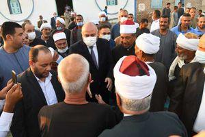 محافظ ثناةيؤدي صلاة العيد