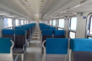 وصول دفعة جديدة من عربات قطار السكك الحديدية إلى ميناء الإسكندرية