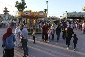 احتفالات المواطنين بالعيد في حديقة شجرة الدر بالمنصورة